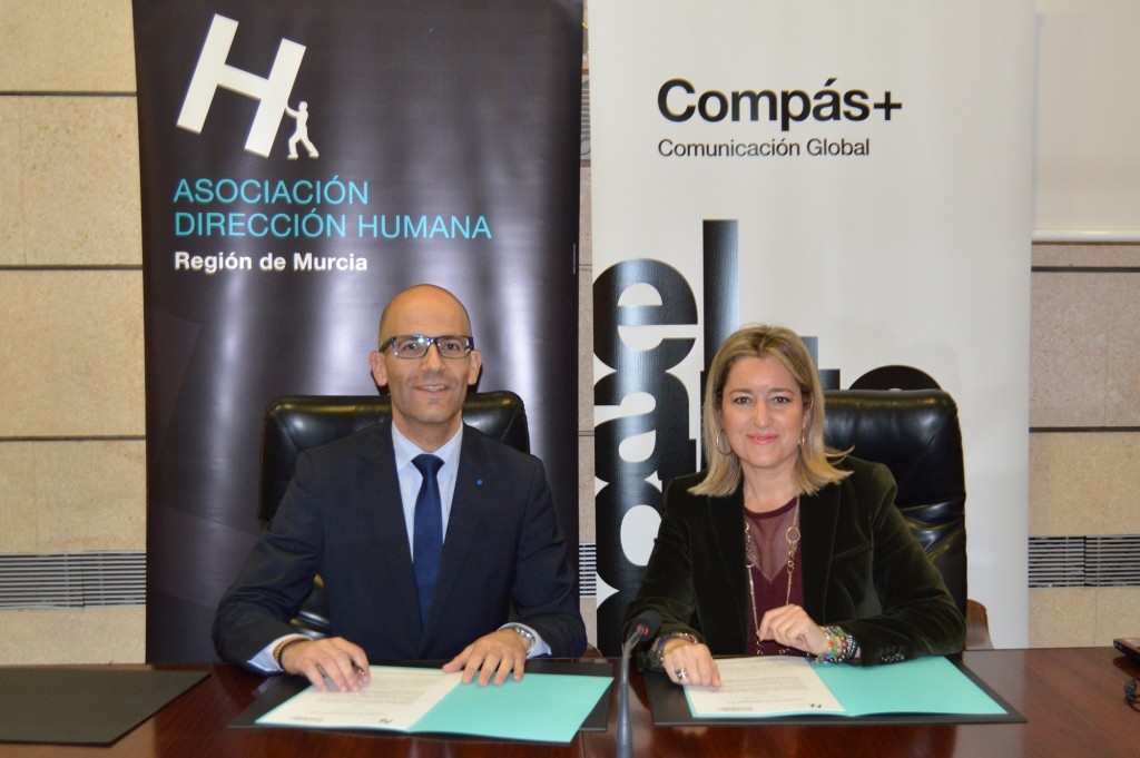 Firma convenio Dirección Humana y Compás Comunicación